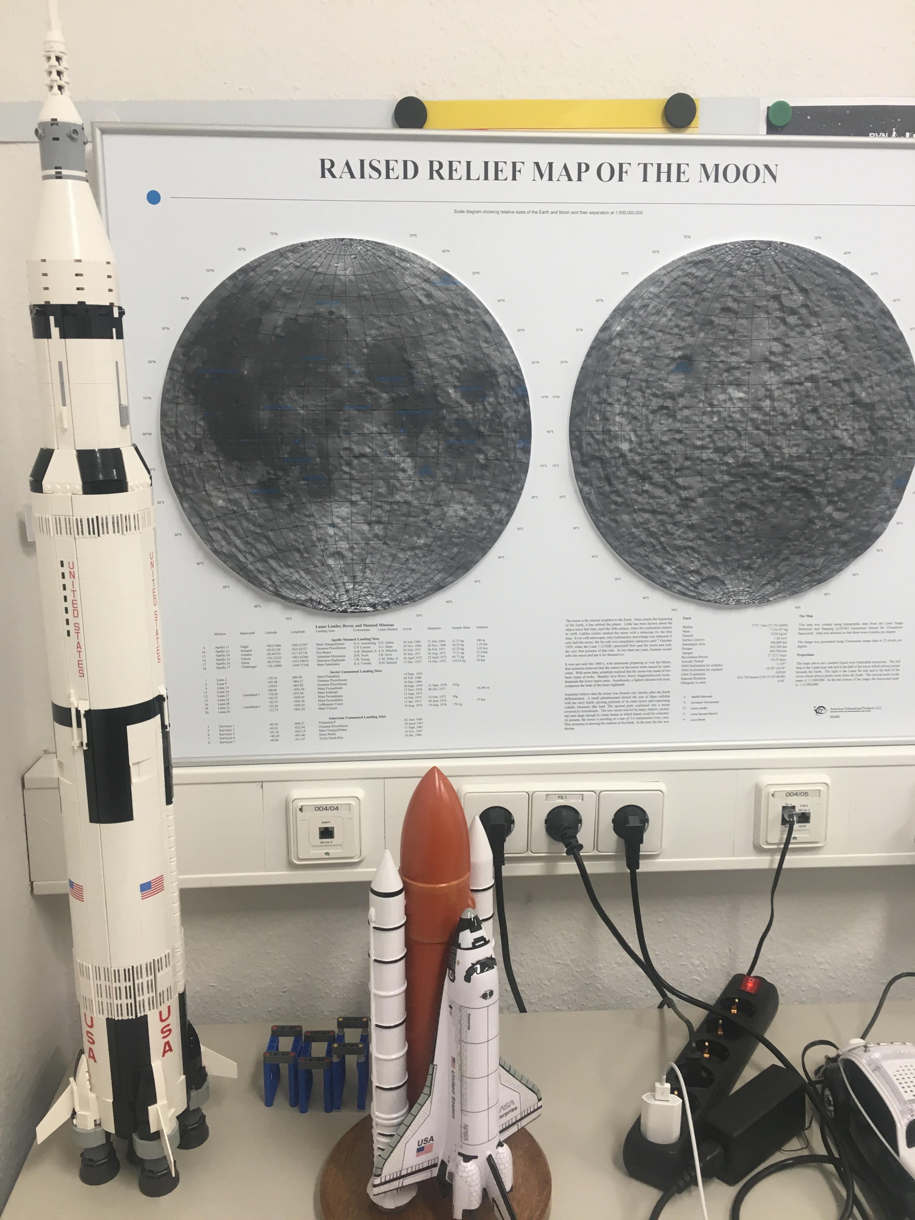 mondkarte hochkant mit Rakete